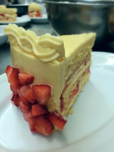 strawberry mango cake by pipsyq