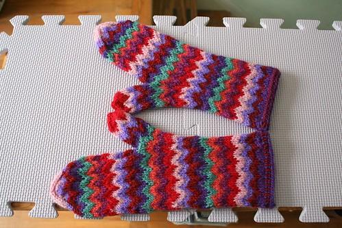 knitted :: Chevron Mittens