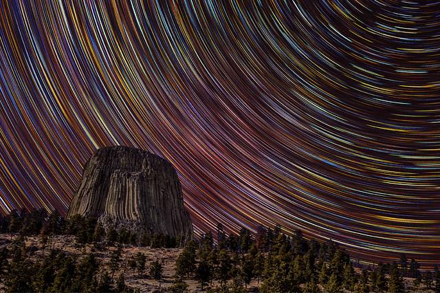 Devils Tower Star Trails por David Kingham