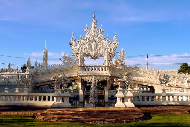 Wat Rong Khun - Front gates