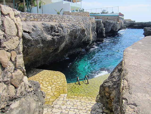 Good spot for swimming/snorkeling