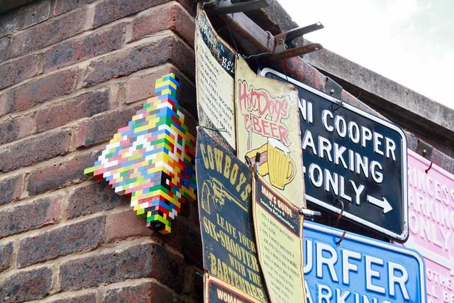 street art signs notting hill london