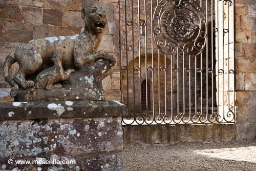 Porta d'accés a l'Abadia