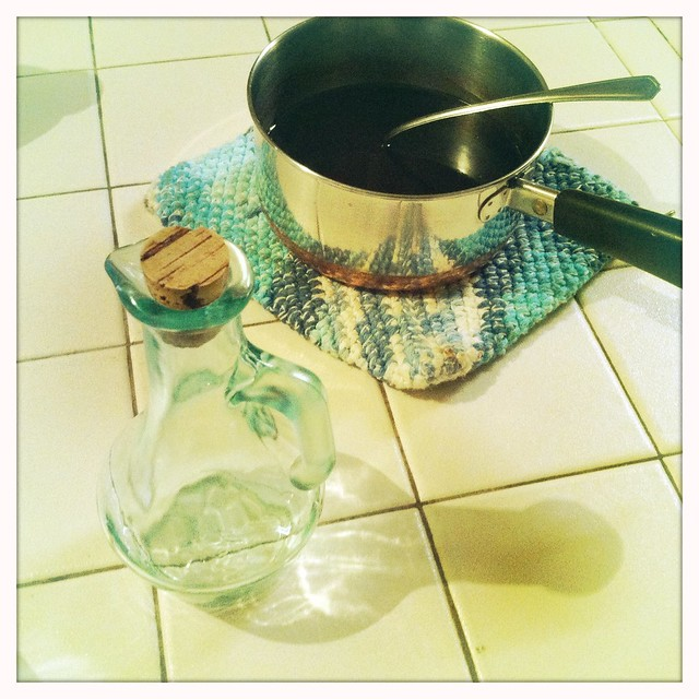 making pomegranate sauce