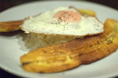 "Cauliflower ""arroz"" a la cubana"