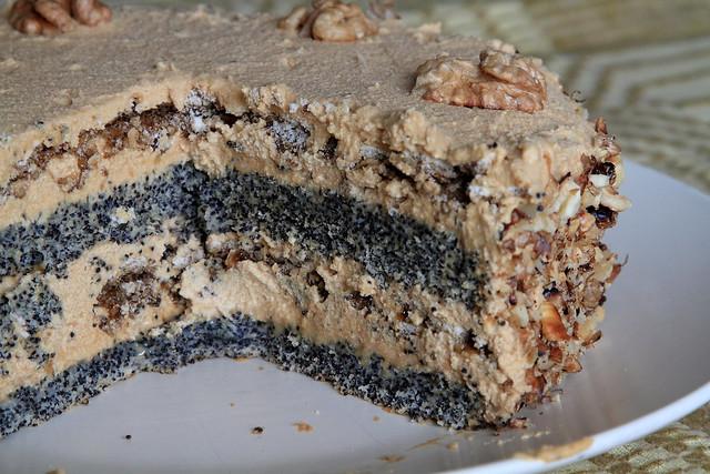 Poppyseed meringue cake