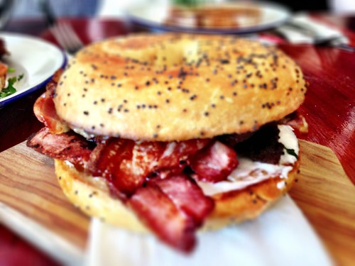 Cream cheese bagel with bacon & caramelised onion
