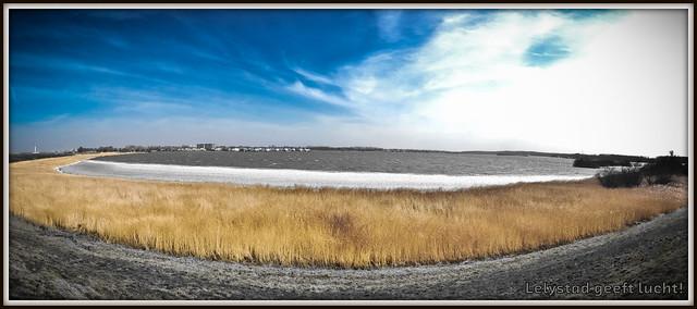 Bovenwater Lelystad geeft lucht! (24-03-2013).