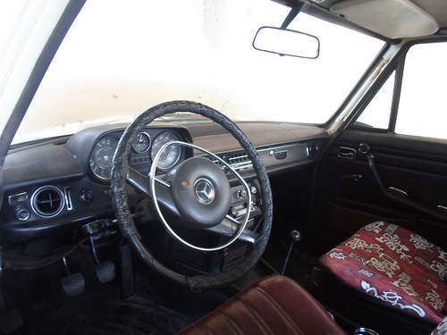 1971 Mercedes Benz 220D dash