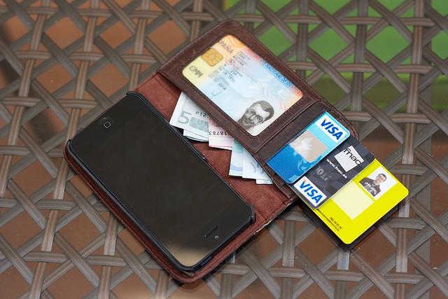 Modo cartera, con tarjetas y billetes