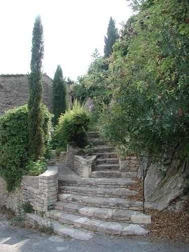 200308_011_Gordes_stone_staircase