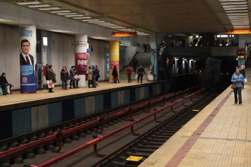 Flanking platforms at Obor station on the Bucharest Metro