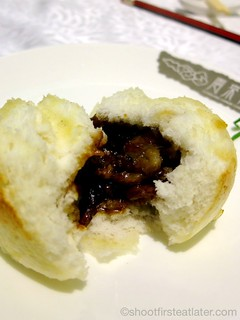 steamed barbecue pork buns with sauteed onions HK$28-001