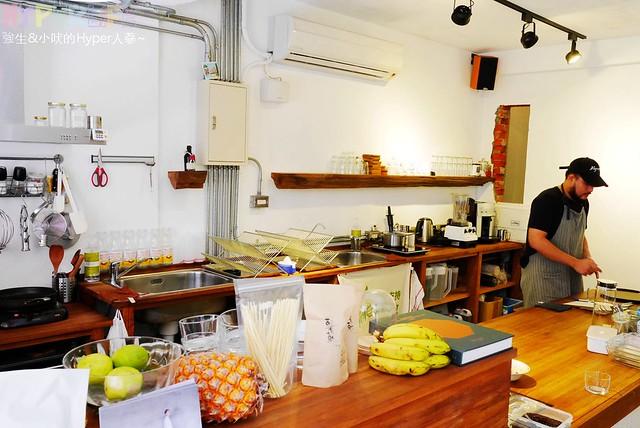 29716259272 895e70336c z - 使用小農有機蔬果產品的全蔬食料理餐廳《Algernon Food Meet.鬍丘》,在老屋裡享用有著性格落腮鬍的老闆製作的全素餐點囉!(已歇業)