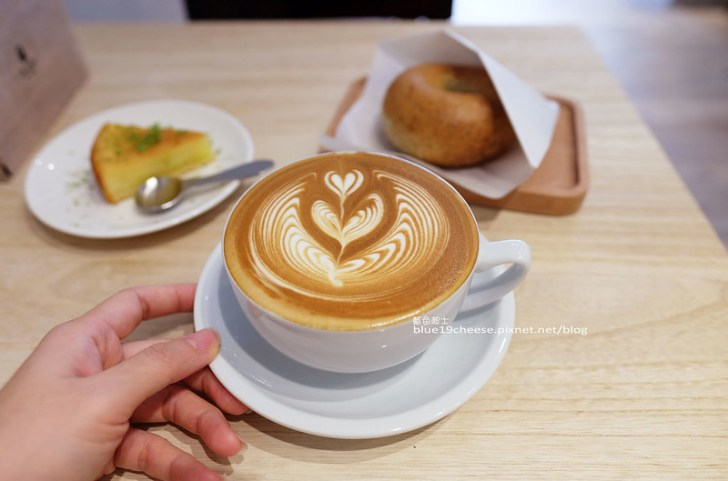 28985370902 35bef2416a c - J.W. Cafe-放棄百萬年薪工程師的漂亮拉花拿鐵.甜點推薦乳酪蛋糕和貝果.近清真恩德元餃子館