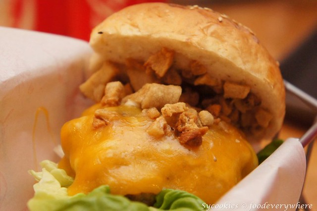 22.burgertory treassure rm 13 alacarte-Mild Cheddar cheese & crispy pork lard with 100& premium pork@ burgertory