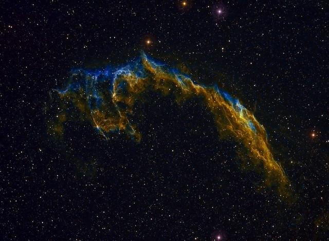 La astrofotografía es el extremo de la fotografía que más se beneficia al usar RAW. Foto: The Eastern Veil Caldwell 33 NGC 6992 NGC 6995 IC 1340 - Colour por Mick Hyde