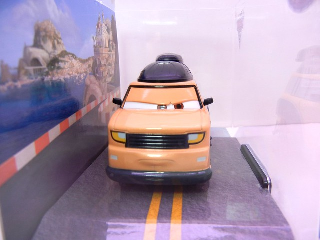 disney store cars 2 sumo (2)