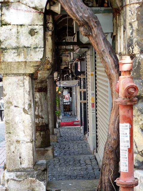 Istanbul - avril 2012 - jour 2 - 034a - Nuruosmaniye Caddesi