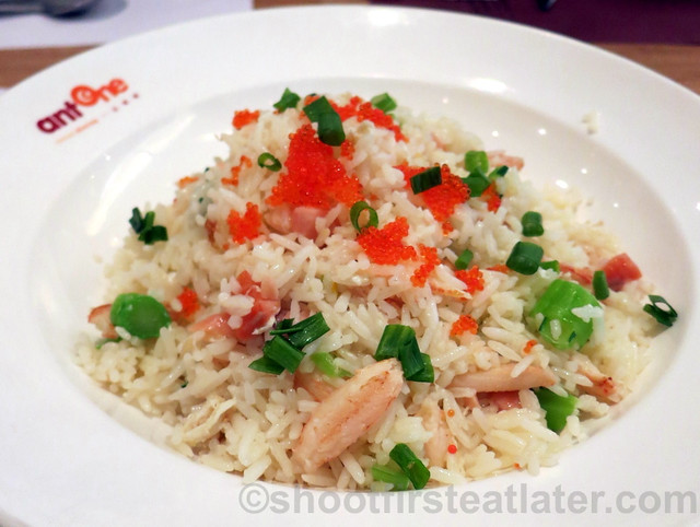 fried rice with salmon, crab meat, crab roe & egg white HK$62