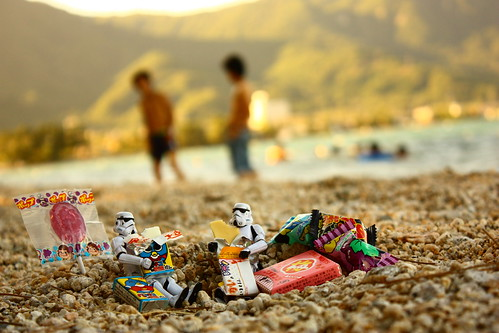 Candy orgy at Omi-maiko beach