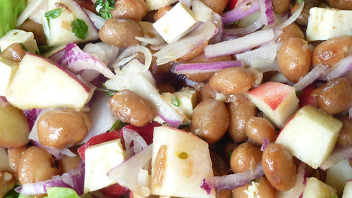 Borlotti bean salad with peaches & tofu - Insalata di fagioli borlotti, pesche e tofu