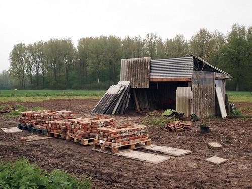 Reconstruction de la cabane outils le blog de la tournichette - Cabane a outil ...