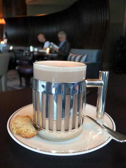 Valrhona hot chocolate HK$65