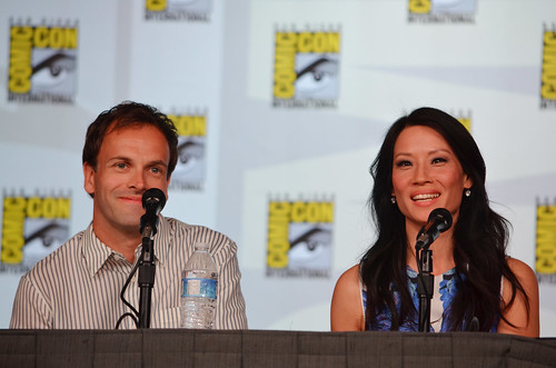 Johnny Lee Miller and Lucy Liu