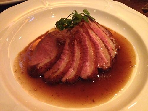 真鴨胸肉ローストマディラワインのソース1800円@マンダリーノ