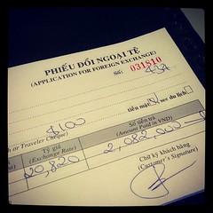 แลกเงินเคาเตอร์โรงแรมจ่ายค่า taxi $100 ได้มา 2 ล้านดอง #PomVN