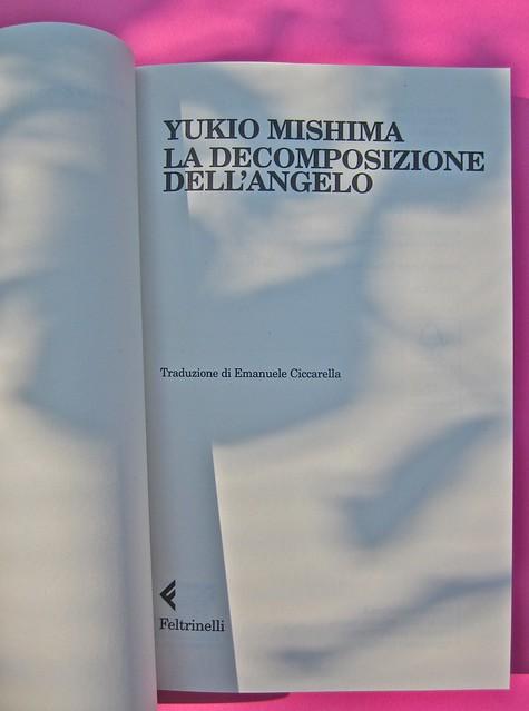 Yukio Mishima, La decomposizione dell'angelo. Feltrinelli 2012. Art director: Cristiano Guerri. In cop.: ©Araki. Frontespizio (part.), 1