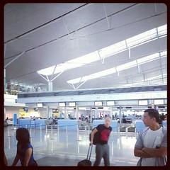 ขนาดของสนามบิน international ของโฮจิมิน ขนาดเท่ากับ สนามบินดอนเมืองอันแรกสมัย 20 ปีก่อน counter check-in มี 6 แถว #PomVN