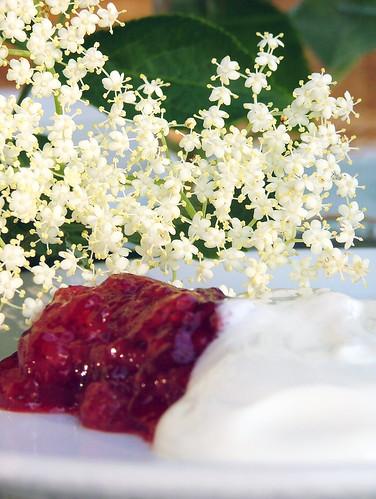 Strawberry & Elderflower Jam . Confettura di Fragole e Fiori di Sambuco