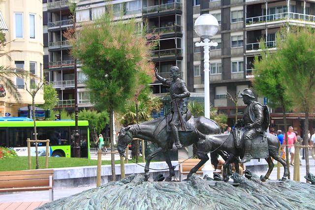 D. Quijote y Sancho Panza su escudero . Donostia #Photography #Flickr #Foto  87
