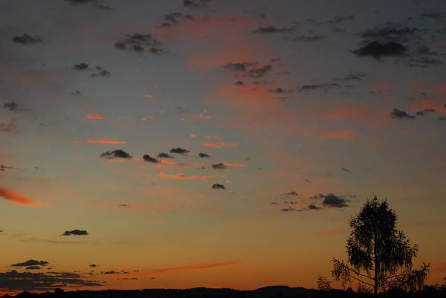 Regenwolken im Sonnenaufgang