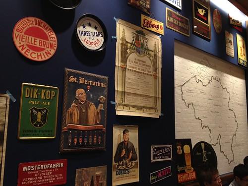ブルーの壁にビールのラベルとかオシャレです。@ブラッスリーセント・ベルナルデュス