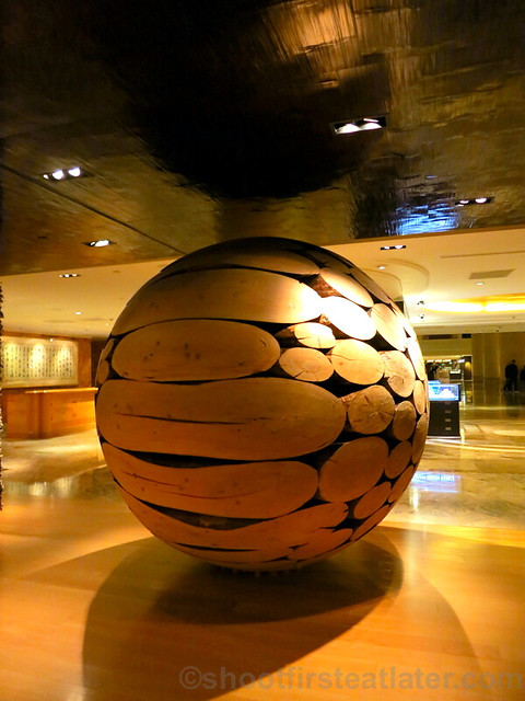 Grand Hyatt Taipei- big wood ball