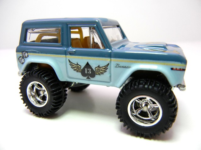 hot wheels nostalgia pin ups '67 ford bronco (2)