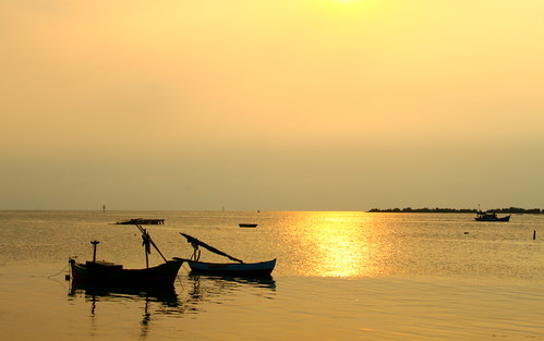 Sunset di Pulau Harapan by syamsuladzic