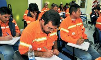 Tecnicaturas terciarias a empleados en la mina.