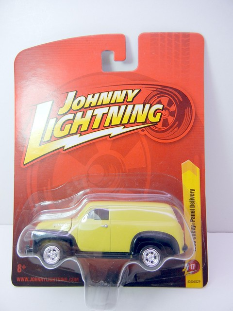 JOHNNY LIGHTNING 1950 CHEVY PANEL DELIVERY YELLOW (1)
