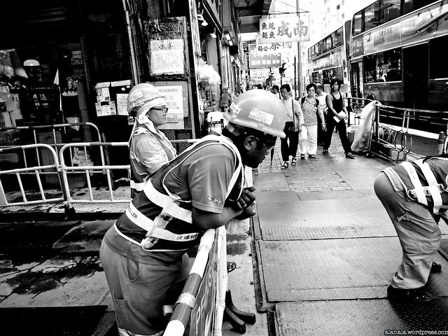 Workers paving for future (MTR)