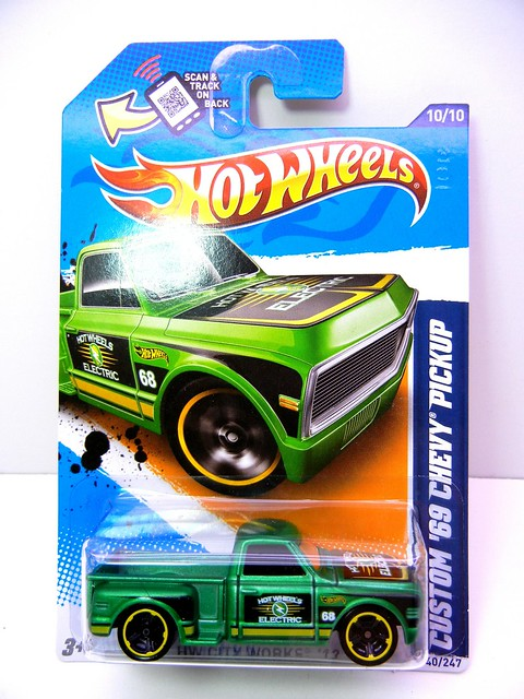 hot wheels custom '69 chevy pickup green  (1)