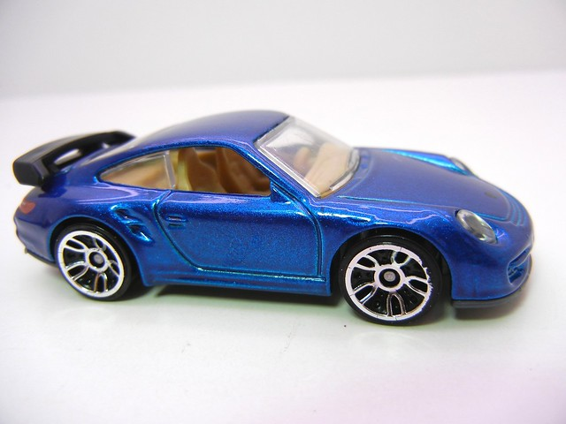 hot wheels porsche 911 gt2 blue (2)