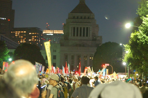 Anti-nuke protesters surround Japanese parliament 7.29脱原発国会大包囲