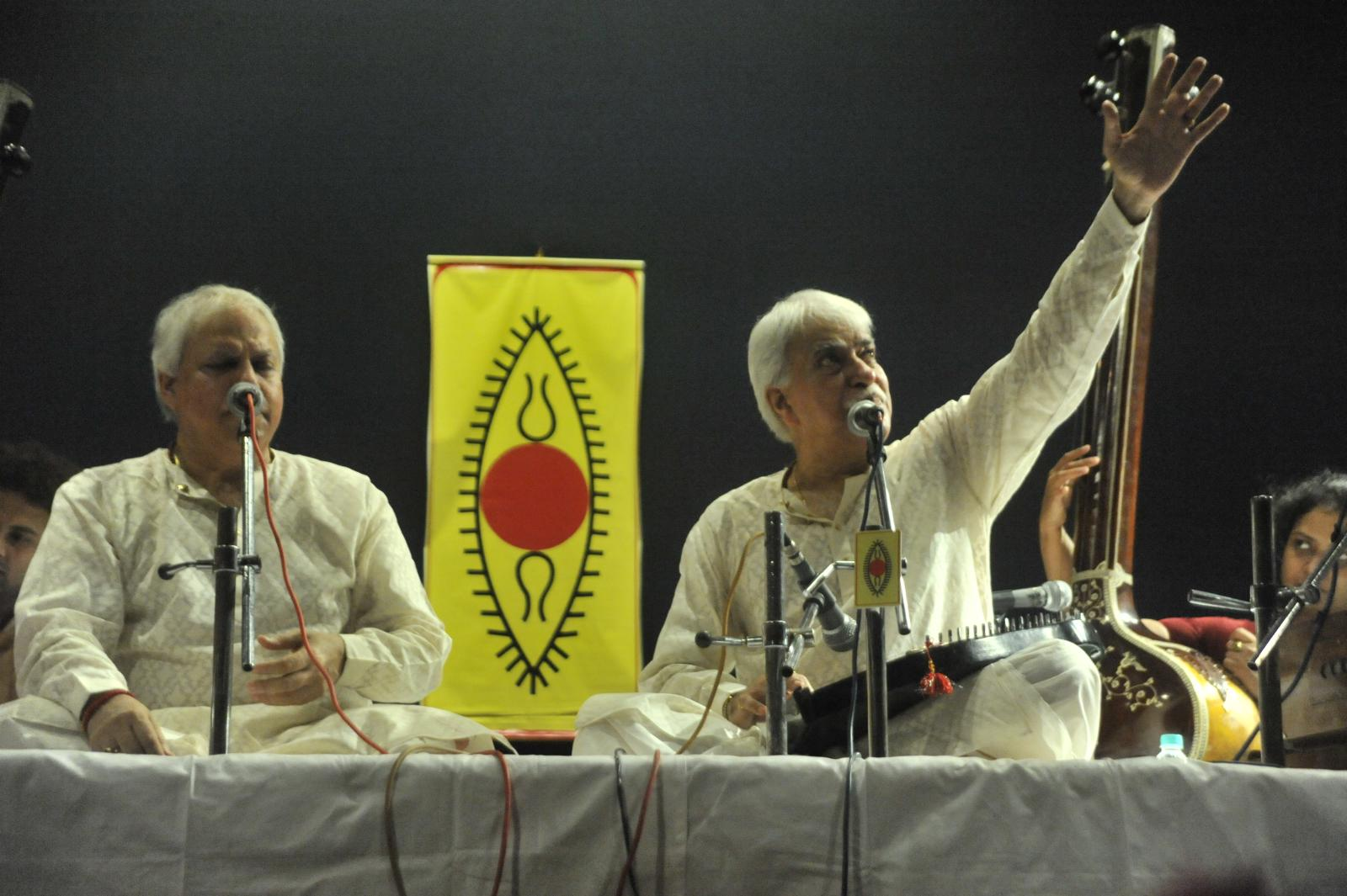 Pts. Rajan & Sajan Mishra (Hindustani Vocal)set the mood for the long overnight concerts