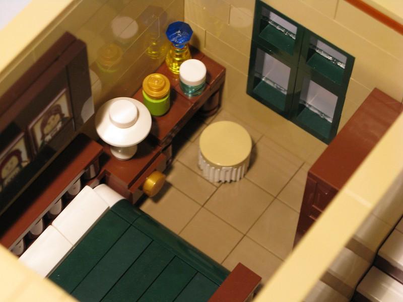 Tan Townhouse - Main Bedroom