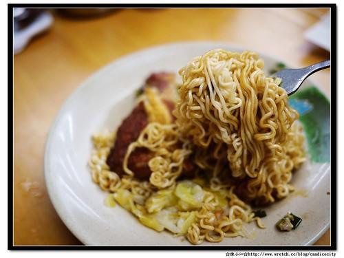 【2012香港自由行】*中環*蘭芳園 – 絲襪奶茶的發源地。必點蔥油雞扒撈丁+奶茶!   陳小沁の吃喝玩樂