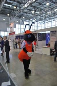 Муравей завлекал гостей на стенд Ковровского электромеханического завода
